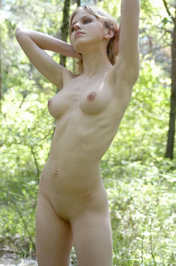 金髪美女のエロく美しい全裸フルヌード画像70枚の37枚目