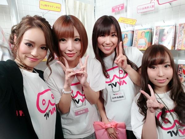 桐嶋りの スレンダー美巨乳の美女エロ画像 b023