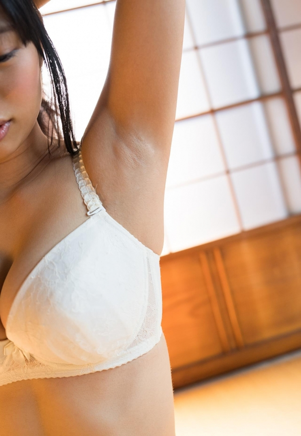 桐谷まつり 巨乳の秋田美人ヌード画像143枚のb031番