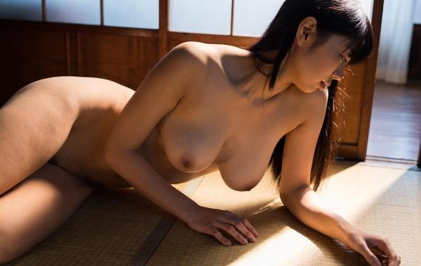 桐谷まつり 巨乳の秋田美人ヌード画像143枚のb041番