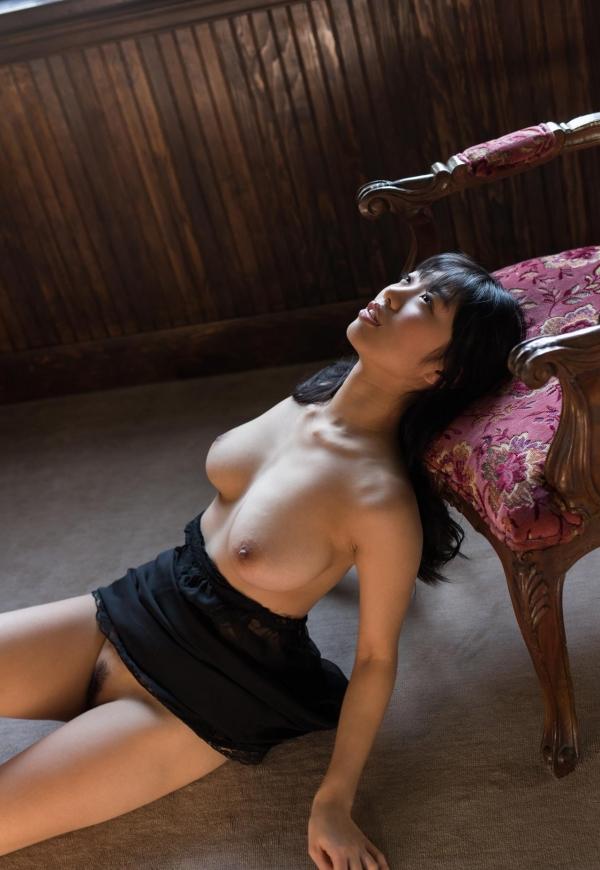 桐谷まつり 巨乳の秋田美人ヌード画像143枚のb063番