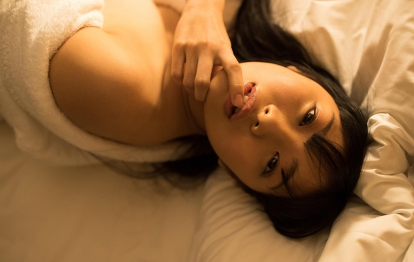 桐谷まつり 巨乳の秋田美人ヌード画像143枚のb095番