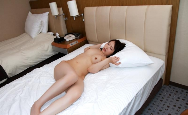 桐谷なお 淫乱な美人女教師のハメ撮り画像90枚の090枚目