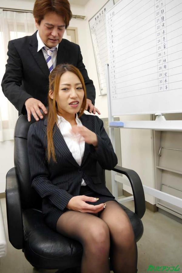 OLエロ画像 美人痴女上司とオフィスで二人きり 北山かんな30枚の008枚目