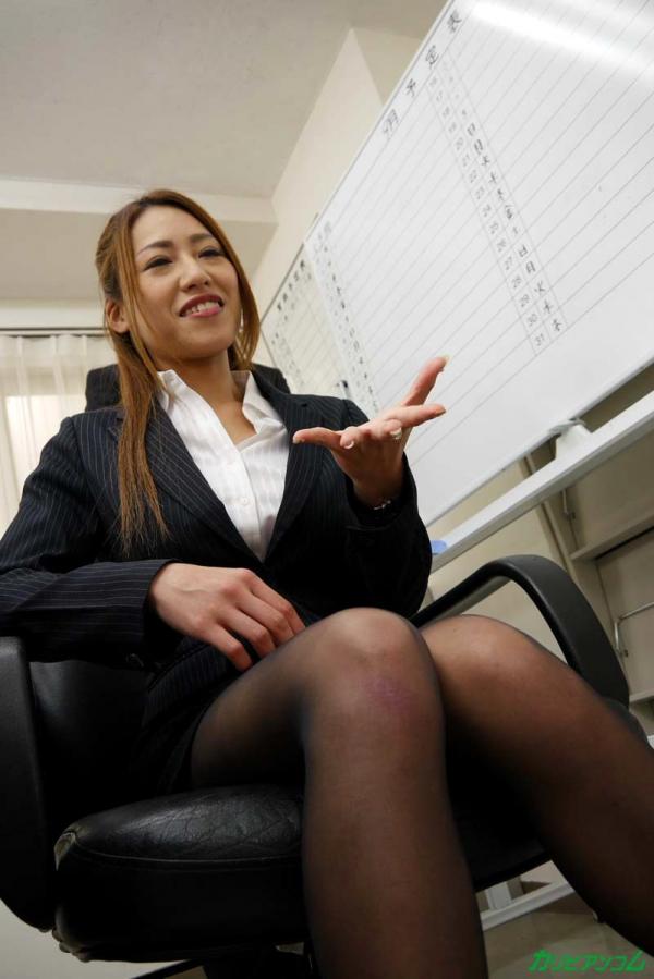 OLエロ画像 美人痴女上司とオフィスで二人きり 北山かんな30枚の009枚目