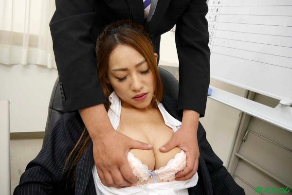 OLエロ画像 美人痴女上司とオフィスで二人きり 北山かんな30枚の012枚目