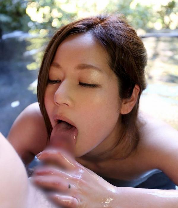 舌先で亀頭をチロチロ舐めてるフェラチオ画像80枚の005枚目