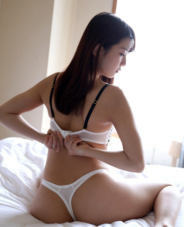 清本玲奈 スケスケな競泳水着のアナル美人エロ画像75枚の55枚目