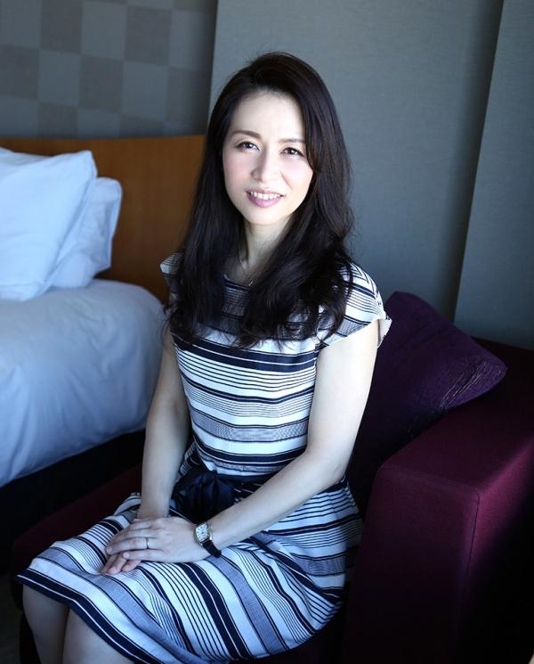 井上綾子 色白で淫靡な体の四十路熟女エロ画像55枚のb02枚目