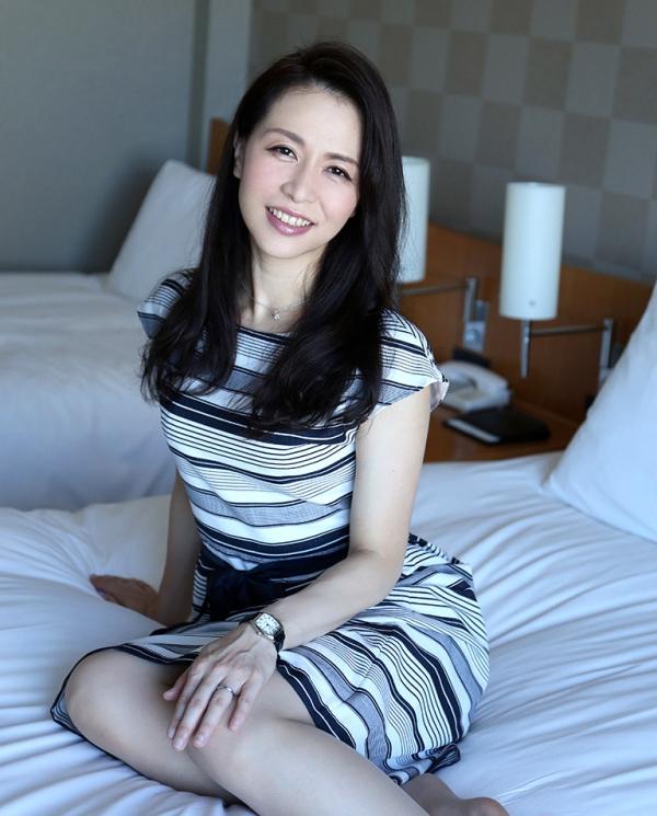 井上綾子 色白で淫靡な体の四十路熟女エロ画像55枚のb03枚目