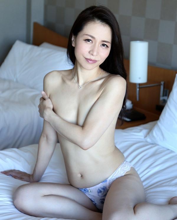 井上綾子 色白で淫靡な体の四十路熟女エロ画像55枚のb07枚目