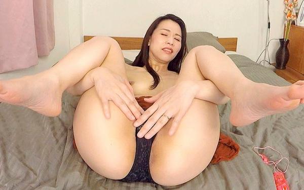 井上綾子 色白で淫靡な体の四十路熟女エロ画像55枚のc12枚目