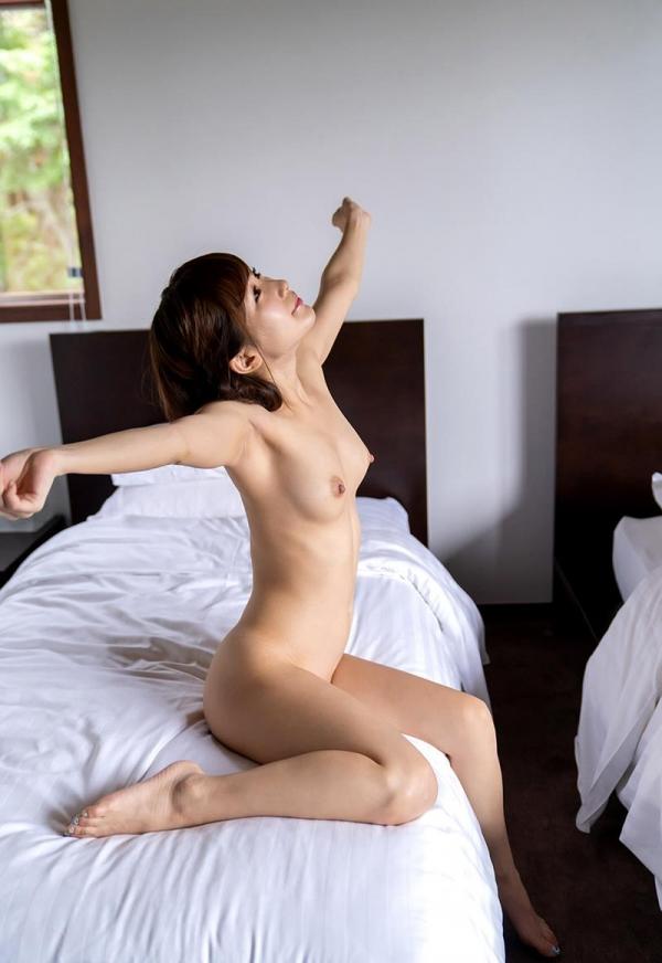 ベロチュウ性交が卑猥過ぎる小島みなみの痴女っぷりエロ画像54枚のb19枚目