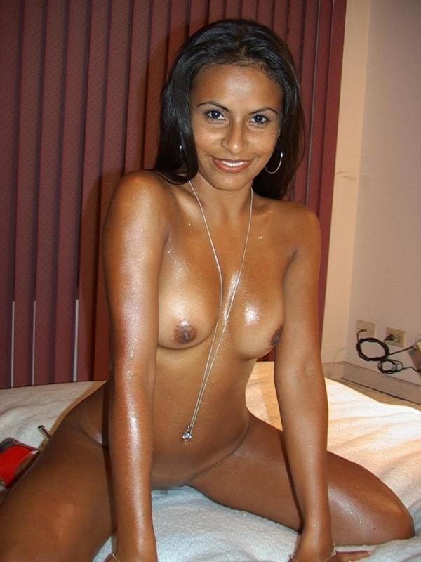 黒人女性のヌード 美しく黒光りする裸の女60枚の006枚目
