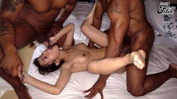 巨根の黒人とスレンダー美女の悶絶セックス画像72枚のc06枚目