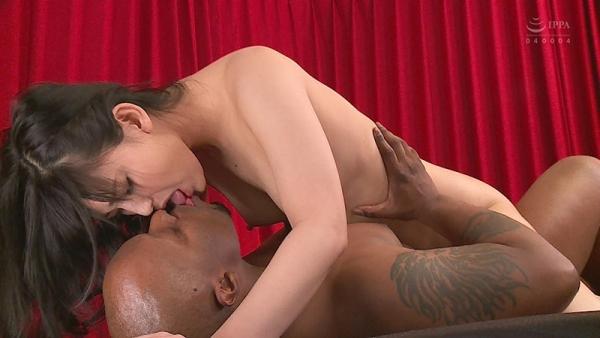 巨根の黒人とスレンダー美女の悶絶セックス画像72枚のd10枚目