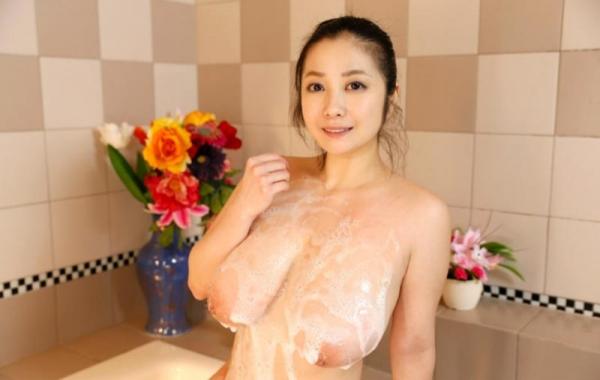 スライム乳画像 小向美奈子の驚異の垂れ乳30枚の02枚目