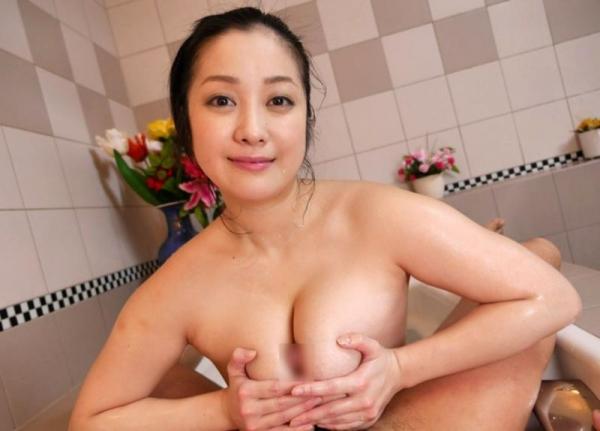 スライム乳画像 小向美奈子の驚異の垂れ乳30枚の14枚目