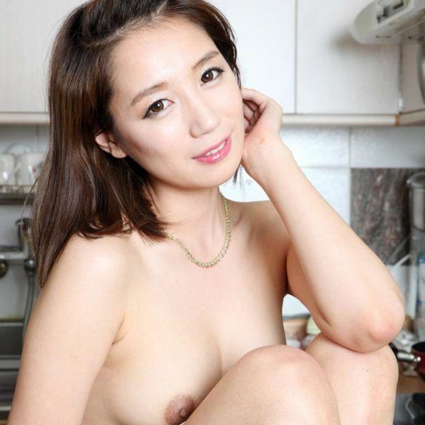 昭和のエロ本の様な韓国人モデルのヌード画像50枚の1