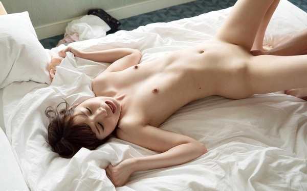 小谷みのり 高身長の色白微乳娘 エロ画像100枚の050枚目