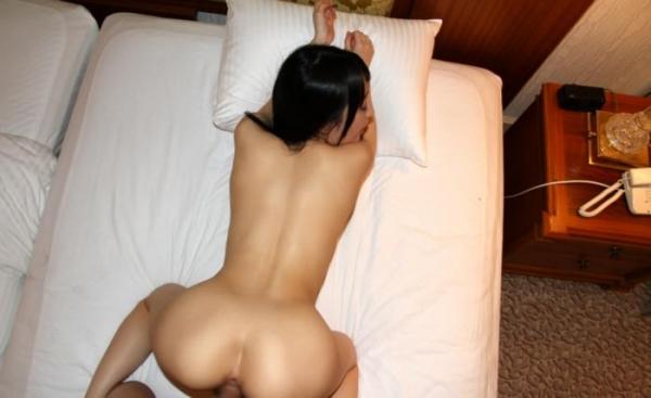 バックから野性的に女を犯す後背位のセックス画像70枚の51枚目