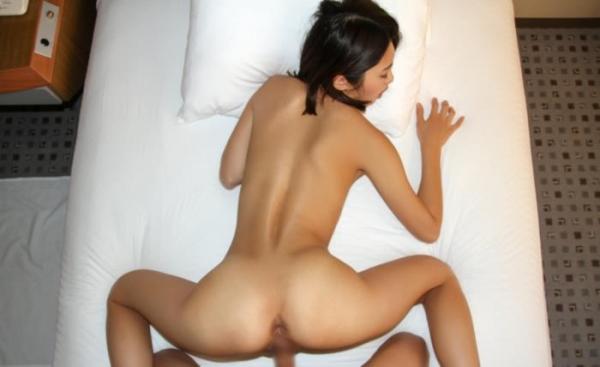 バックから野性的に女を犯す後背位のセックス画像70枚の53枚目