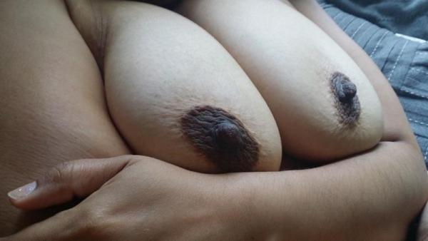 黒乳首の画像 メラニン過剰で黒ずんだ生々しいエロ乳首40枚の012枚目