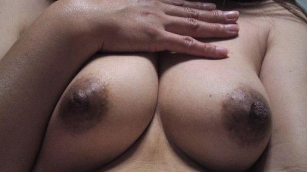黒乳首の画像 メラニン過剰で黒ずんだ生々しいエロ乳首40枚の019枚目