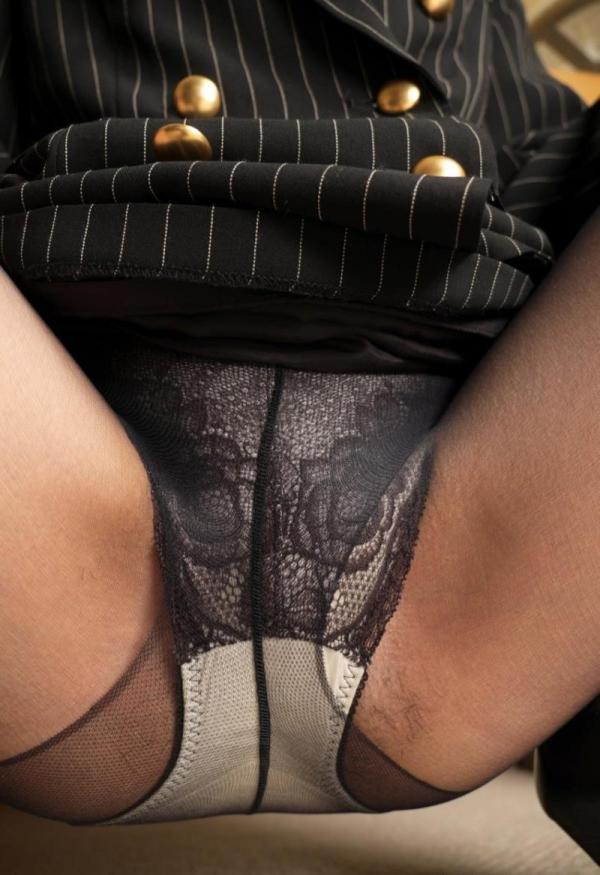 セクシーな黒パンストを穿いたOLのエロ画像60枚の58枚目