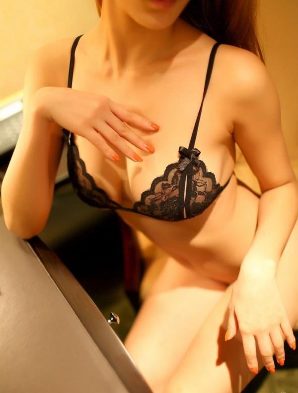 スケスケな下着画像 レースのセクシーランジェリー姿の美女70枚の41枚目