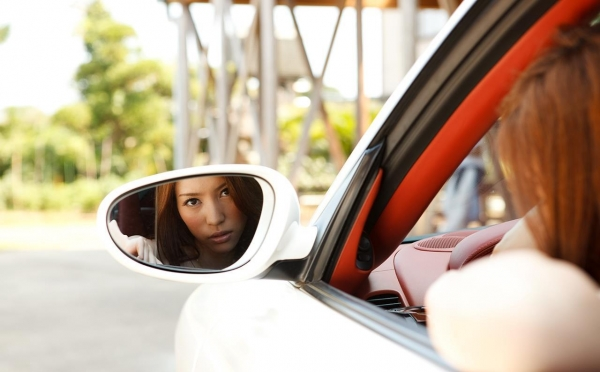 車とヌード画像 美女と自動車130枚の002枚目