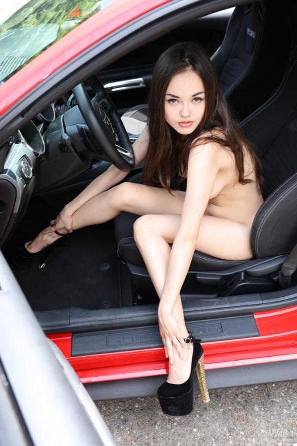 車とヌード画像 美女と自動車130枚の125枚目