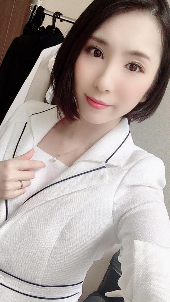 舞原聖 34歳 有名高級ブランド店勤務の人妻販売員エロ画像38枚のa01枚目