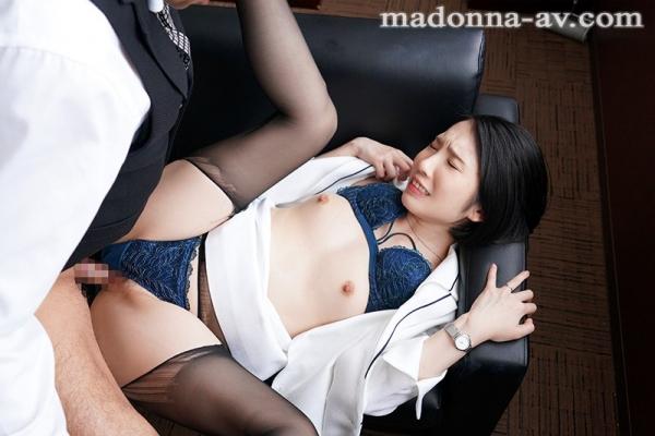 舞原聖 34歳 有名高級ブランド店勤務の人妻販売員エロ画像38枚のb04枚目