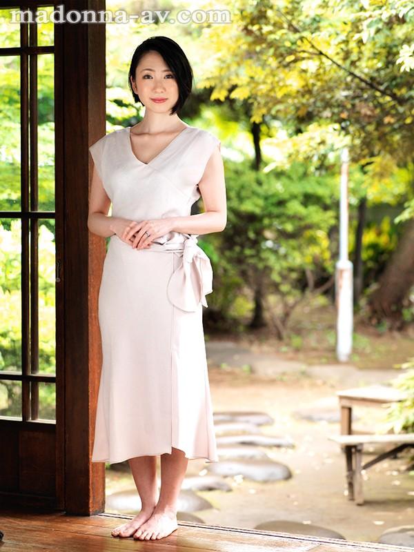 舞原聖 34歳 有名高級ブランド店勤務の人妻販売員エロ画像38枚のc03枚目