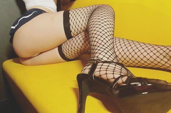 真奈りおな 魅惑的な脚線美のスレンダー美女エロ画像46枚のa21枚目