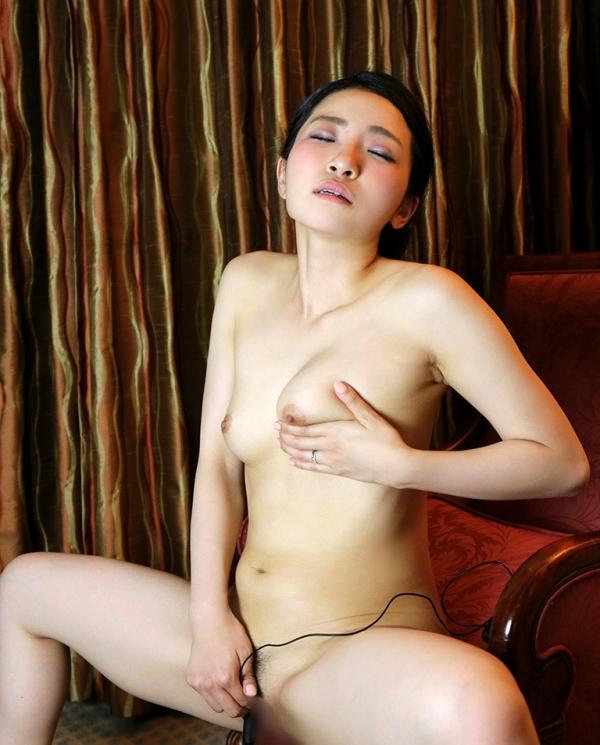 松うらら(南律子)清潔感溢れる美人妻のエロ画像65枚のa30枚目