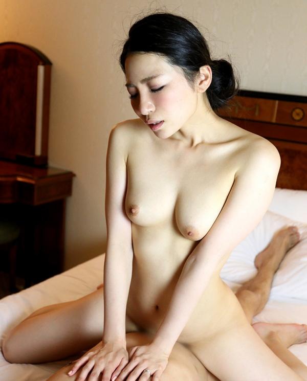 松うらら(南律子)清潔感溢れる美人妻のエロ画像65枚のa34枚目
