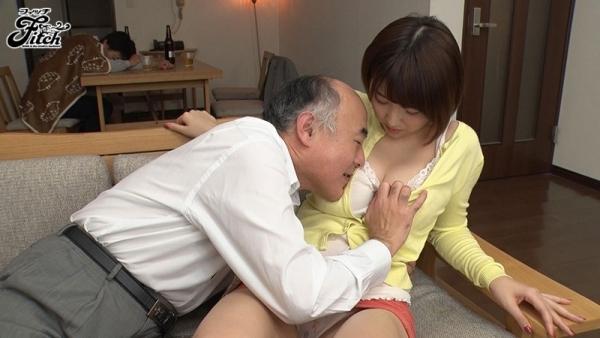 松本菜奈実 爆乳をブルンブルンさせてる濃密セックス画像47枚c002枚目