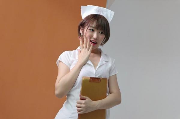 松本菜奈実 M男くんの乳首をイジメる小悪魔痴女エロ画像56枚のa01枚目