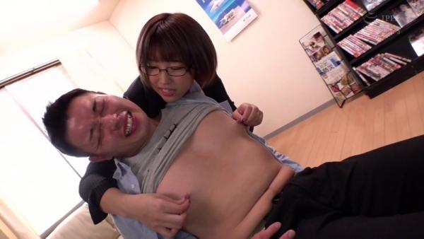 松本菜奈実 M男くんの乳首をイジメる小悪魔痴女エロ画像56枚のc05枚目
