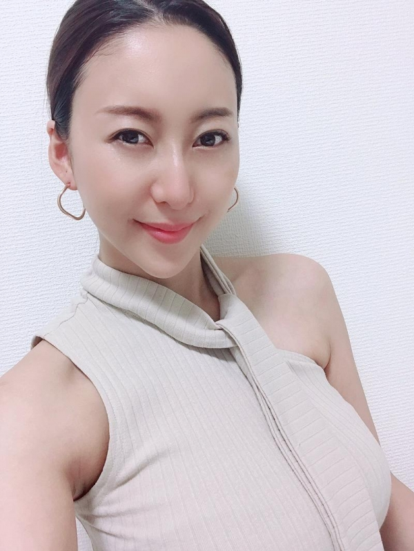 松下紗栄子(まつしたさえこ)元CAの巨乳美女エロ画像57枚のa08枚目