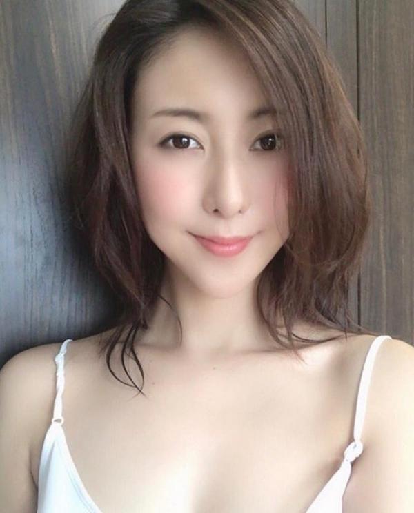 中高年に絶大な人気の松下紗栄子が久しぶりに新作発売エロ画像48枚のa02枚目
