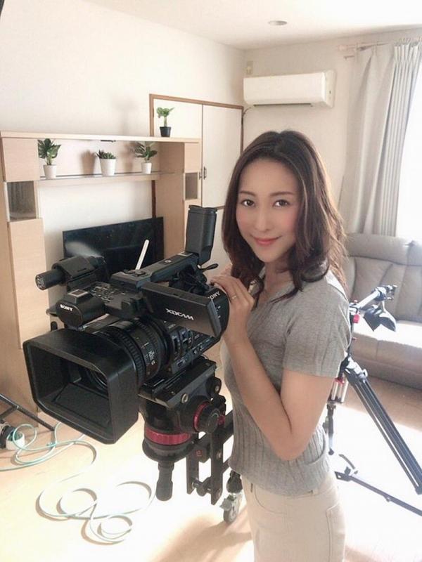 中高年に絶大な人気の松下紗栄子が久しぶりに新作発売エロ画像48枚のa18枚目