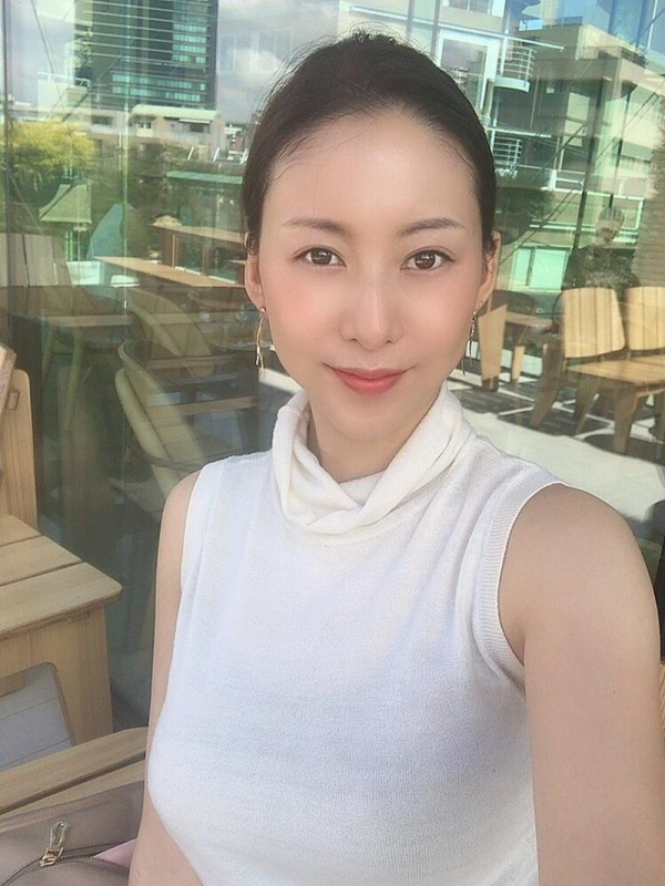 中高年に絶大な人気の松下紗栄子が久しぶりに新作発売エロ画像48枚のa19枚目