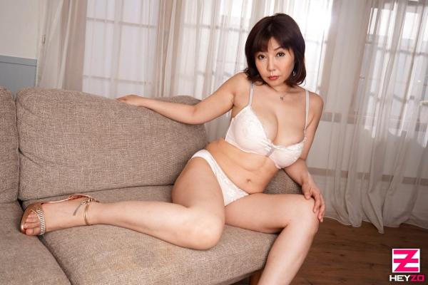 四十路熟女 美原咲子 巨乳人妻のイケナイ情事エロ画像43枚のa005枚目