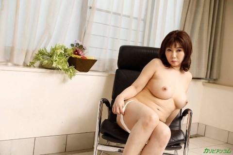 四十路熟女 美原咲子 巨乳人妻のイケナイ情事エロ画像43枚のb005枚目