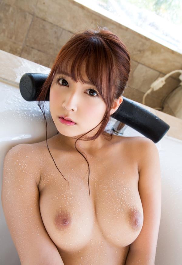 三上悠亜がエッチの前後に体を洗ってる入浴画像32枚の22枚目