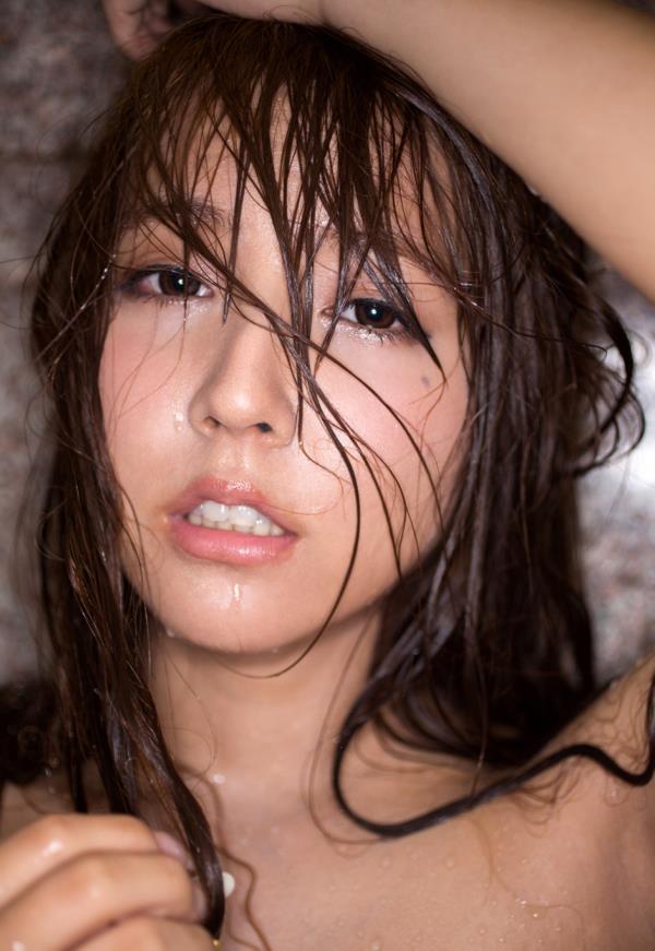 三上悠亜がエッチの前後に体を洗ってる入浴画像32枚の30枚目