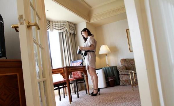皆瀬杏樹 色白美肌の三十路巨乳妻エロ画像100枚の019.jpg